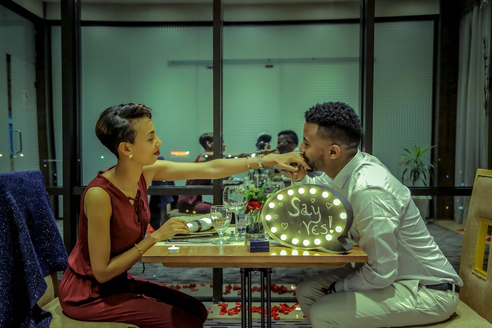 romantic dinner wedding proposal