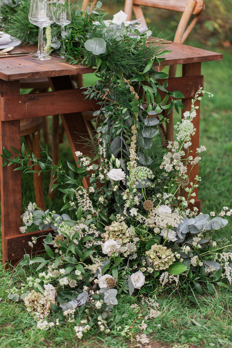 Cascading table garland