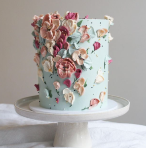 Single tier wedding cake with icing flowers